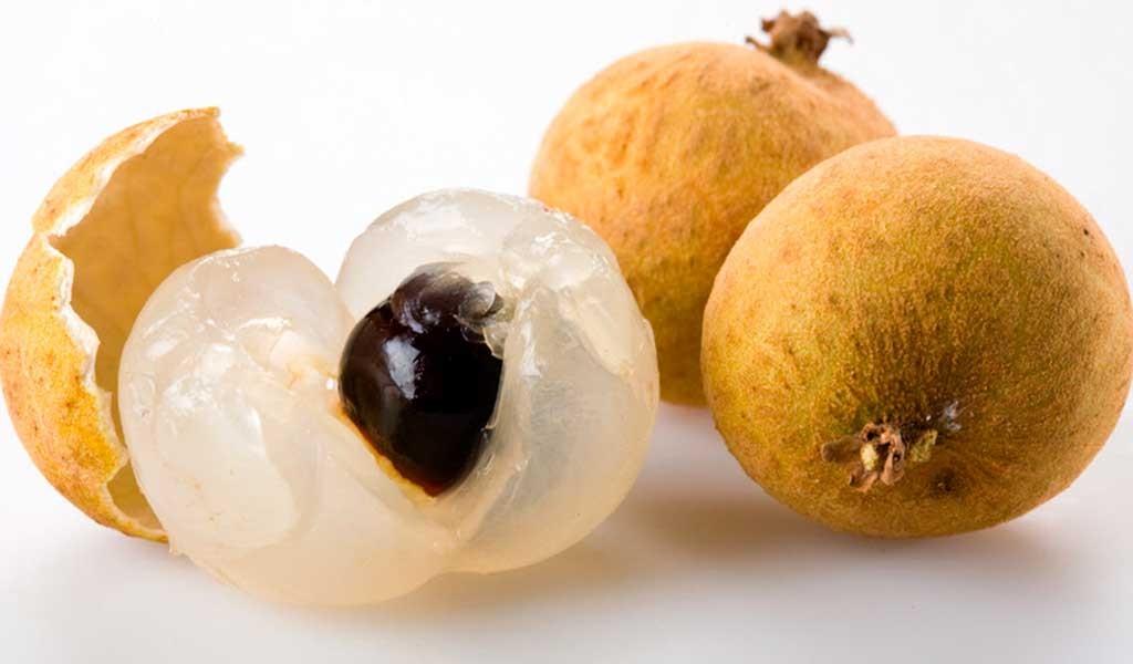 MataKuching dentro de las frutas tropicales de Malasia es autóctona de Borneo
