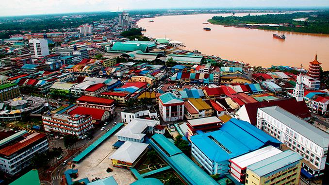 La ciudad de Sibu en Borneo