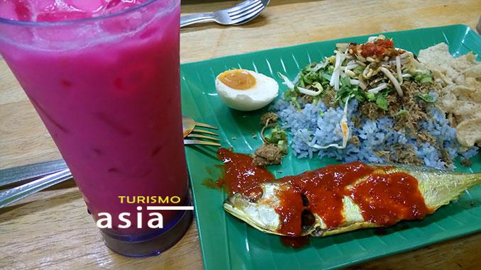 Qué comer en Malasia, fried fish Malaysia