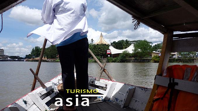 Cruzar al otro lado del río en Kuching