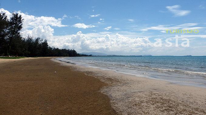 La playa de Tanjung Aru en Kota Kinabalu