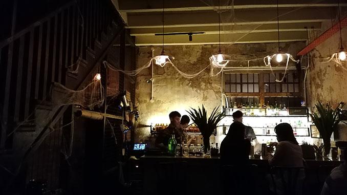 Bar Tiga en Ipoh la noche de Ipoh