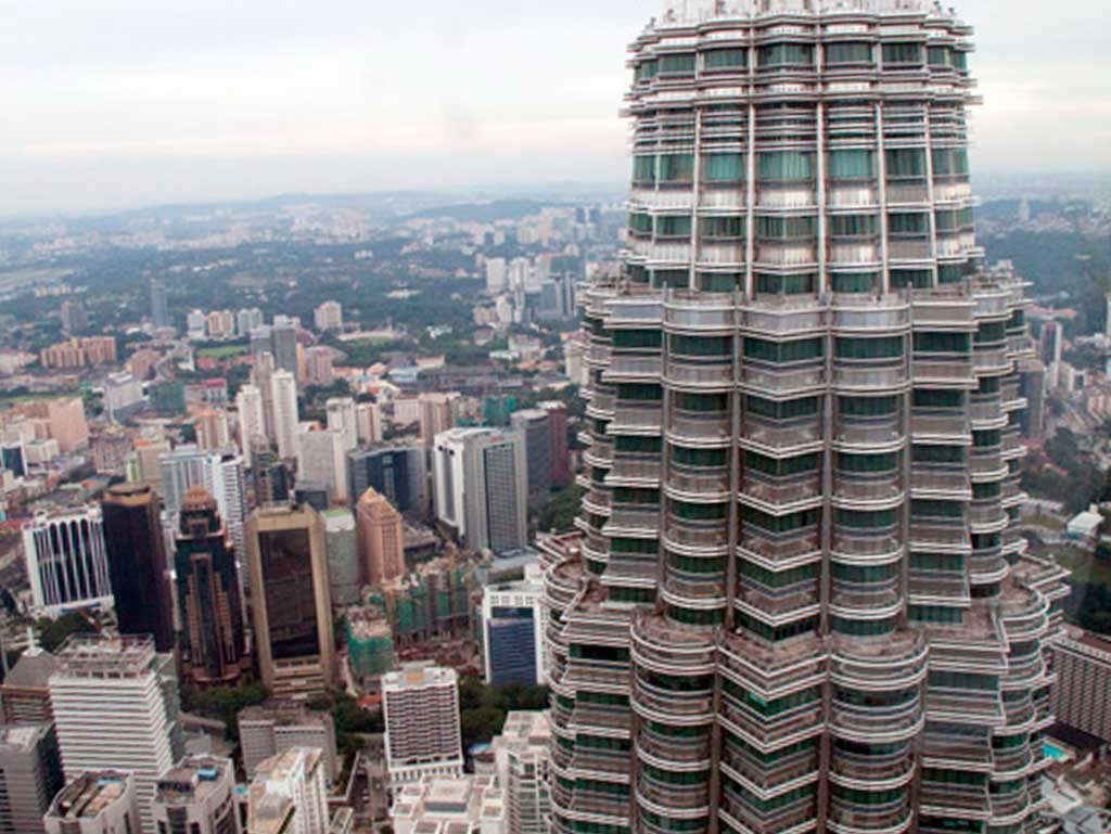 Desde el puente de las Petronas de Kuala Lumpur