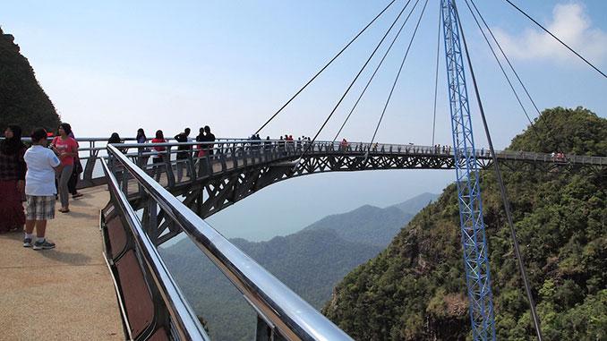 La isla de Langkawi en Malasia cuenta con un puente colgante