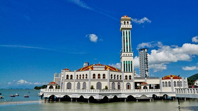 La mezquita flotante en la isla de Penang