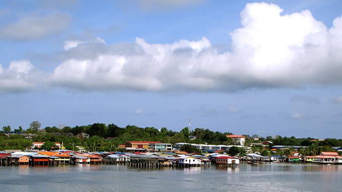 Visitar Labuan en Borneo el pueblo sobre el agua
