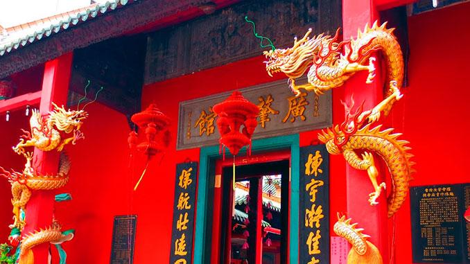 El monorraíl de Kuala Lumpur nos deja en el templo Kuan Yin