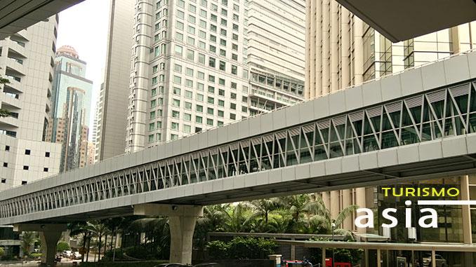 Puente en Kuala Lumpur que une Torres Petronas con Bukit Bintang
