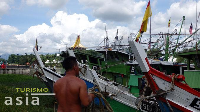 fornidos pescadores en Borneo