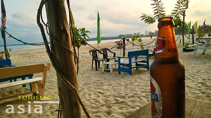 Drink a beer in the beach of Malaysia