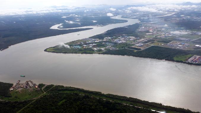transporte aereo y por barco en Borneo
