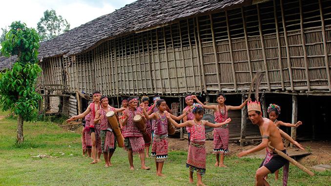 Hospedarse en un LongHouse en Borneo con la tribu Iban