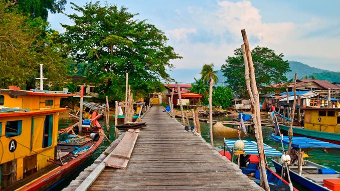 Puerto de la isla de Pangkor en Malasia
