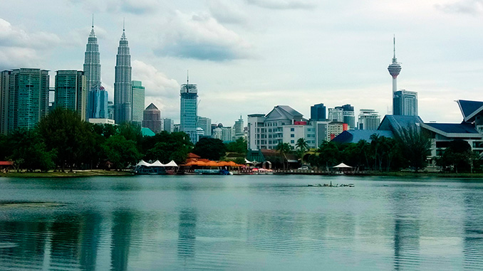 Vistas de las Torres Petronas Kuala Lumpur lago Titiwangsa