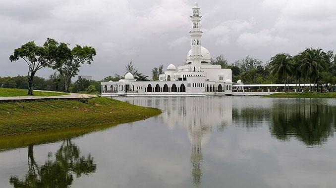 Mezquita en la costa Este de Malasia