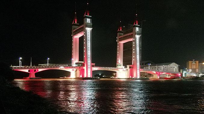 Vistas del puente de Kuala Terengganu